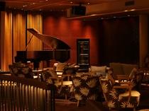 【ラウンジ:ルシェッロ】生演奏が行われシャンソン、クラシック、ポップ等、様々な音楽をお楽しみ頂けます