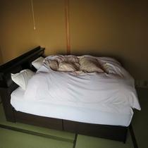 ダブルベッド付和室