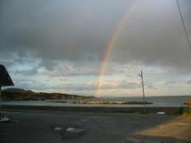 海から架かる虹