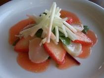 帆立貝といちごのマリネ,ストロベリーソース