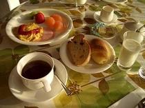 手造りパンの朝食