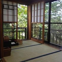 【大正館】藤村が実際に千曲川旅情の詩を執筆した部屋でございます。
