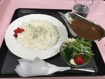 カレー+サラダ