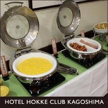 【朝食】スクランブルエッグ・ベーコン・ウィンナー・フライドポテト