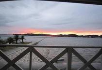 【館内から見る景色】海の夕景