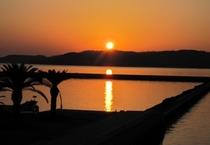 海に沈む美しい夕陽