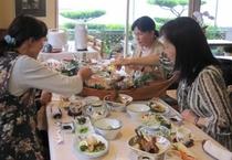 【仲間と旅行】食事開始!