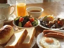 ■朝食:和洋50種メニューの朝食バイキング