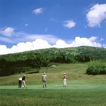涼しい高原でのゴルフ