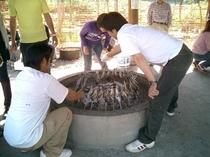 フィッシングパークでの魚の炭火焼 その場で美味しい