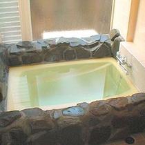 *客室一例/露天風呂のほか、各部屋にお風呂も完備しています。