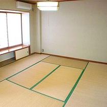 *客室一例/畳のお部屋もあるので、ごろりと横になってお寛ぎ下さい。