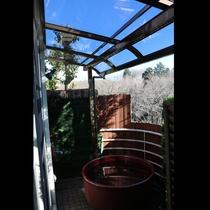 *テラスに屋根が付きました!雨が降っても安心♪