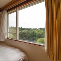 *【客室一例】2階からの景色。伊豆の自然が望めます。