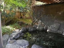 男性用の露天風呂。