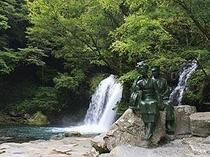 河津七滝 初景滝当館から徒歩10分整備された遊歩道なのでお子様も年配の方も安心して見学できます.