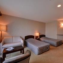 *デラックスツイン(客室一例)/ベッドはこだわりのシモンズ社製。安眠の夜をお過ごし下さい。
