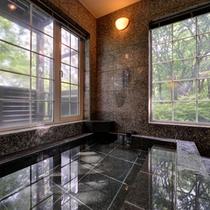 *大浴場/温かい湯船に浸かり、ブナの原生林に心癒されるひと時をお過ごし下さい。