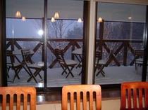 冬のテラス・雪景色
