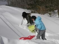 雪ぞり遊び