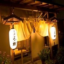 ■玄関 夜