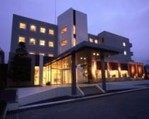 ホテル外観(夕闇)