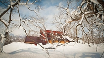 雪原からのカナディアンハウス
