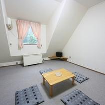 グループやご家族に人気のじゅうたんの和室ですo(^-^)o他に畳敷きの場合もございます(一例)