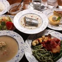 オーナーお手製の欧風ディナー(一例)新潟コシヒカリおかわり自由です(^O^)/