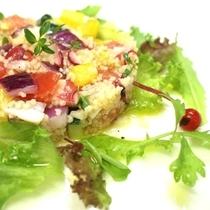クスクス・タコ・トマトのタブレサラダ
