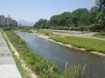 ホテルのすぐ横を流れる中津川