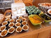 朝食バイキング(つがる漬・イカ刺し)
