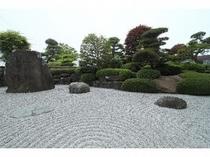 坪庭を配した石庭