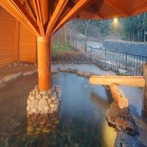 渓流露天風呂