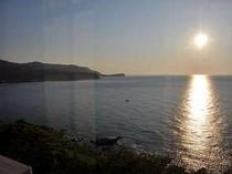 窓から見た朝日