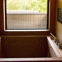 客室の内風呂_白木