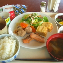 人気の朝食バイキング〜和食好きの盛り付け例〜