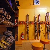 *スキーの板やブーツ