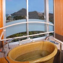 露天風呂付和洋室ユニバーサルルーム浴室