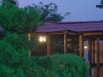中庭を通る回廊3