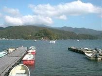 ボートや遊覧船ウィンドサーフィンなど遊びがいっぱい