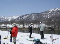 春の笹ヶ峰で歩くスキー