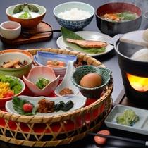 【山里の朝食】かご盛り膳