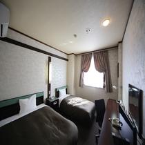 ◆ツインルーム 17~18㎠ 定員人数3名様 ダブルベッドとシングルベッド各1台設置