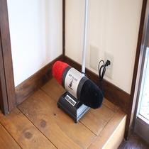 ◇電動シューポリッシャー 1F 出入口横にございます。ご出発前に是非ご活用くださいませ☆彡