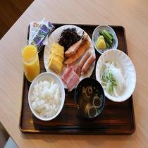 ◆和食(一例)お米は安曇野産を使用。お魚とメインのおかずは日替わりご提供しております☆彡