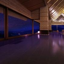 【8階露天風呂】満天の星空と上山市街の夜景は、幻想的な寛ぎ空間を体験させてくれる。(※男女入替制)