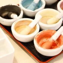 """【楽焼】素焼きのお皿への絵付体験""""らくやき""""は、古窯ならではの人気のお土産"""