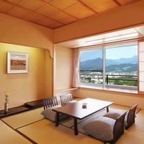 【和室12畳】開放的な眺めを目でも楽しめる当客室。高台にある当館ならではの楽しみ方です。