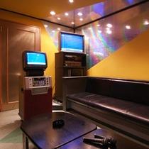 【カラオケルーム樹氷】人数毎にお二部屋の貸切ルームをご用意。事前にご予約頂くとスムーズです。